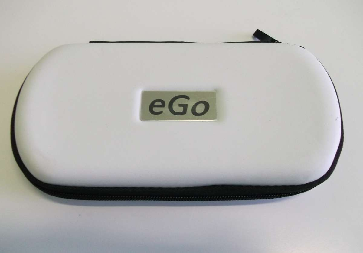 Bílé cestovní plastové pouzdro eGo k elektronické cigaretě