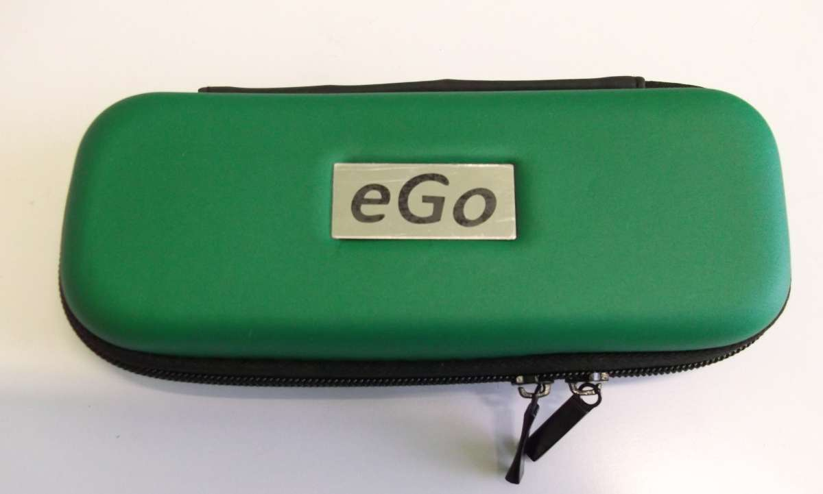 Zelené cestovní plastové střední pouzdro eGo k elektronické cigaretě